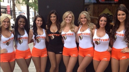 hooters-girls-hed-2013